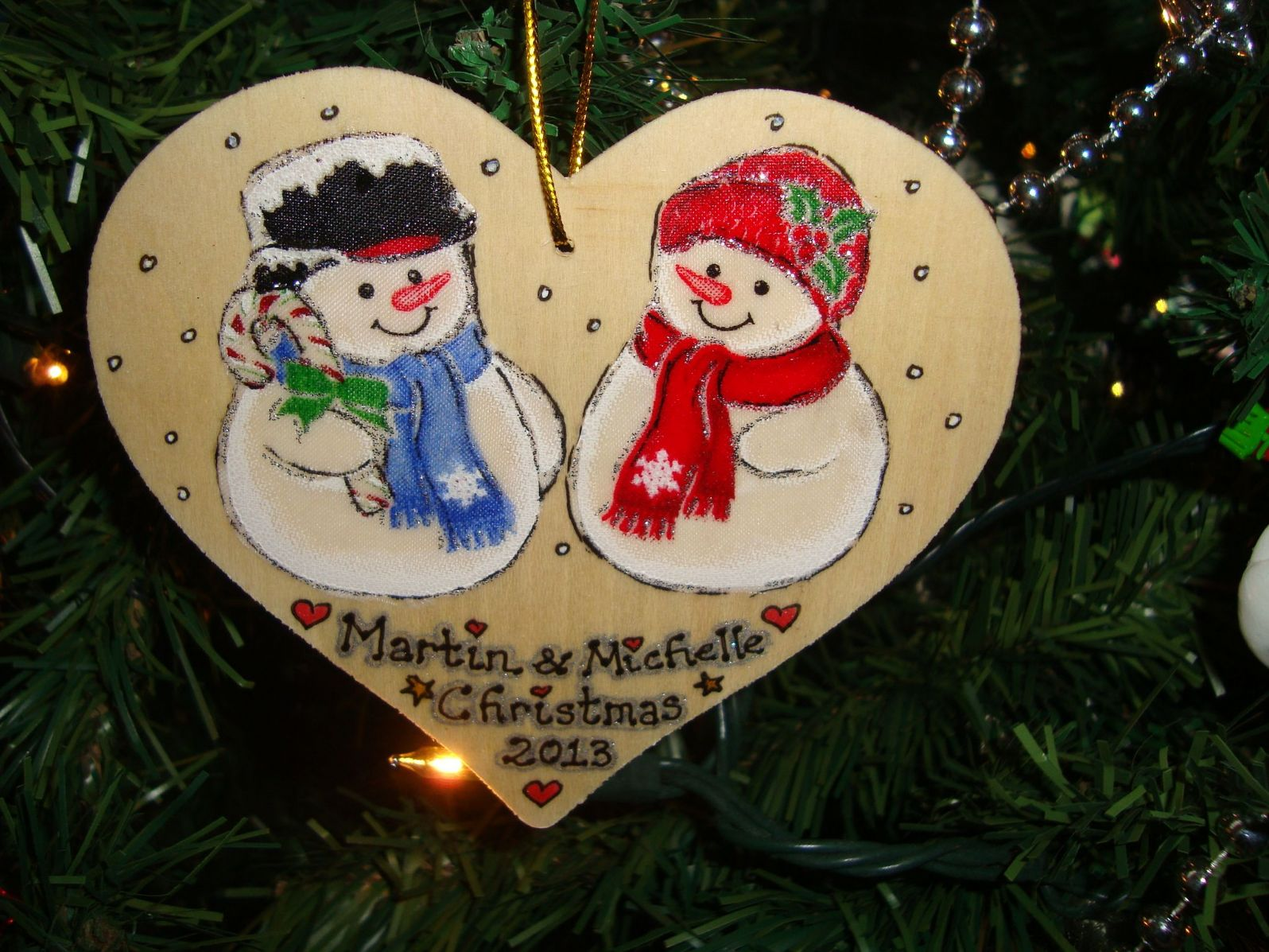 Snowman man lady couple wooden christmas heart hanger for Decoration names for christmas