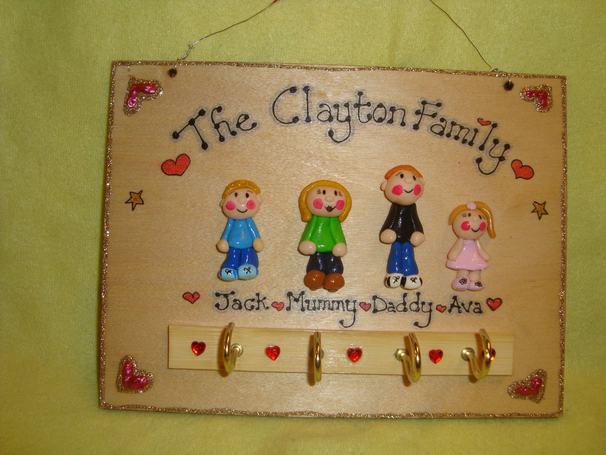 4 CHARACTER LARGE FAMILY SIGN PLAQUE KEY HOLDER PEOPLE PETS CAT DOG